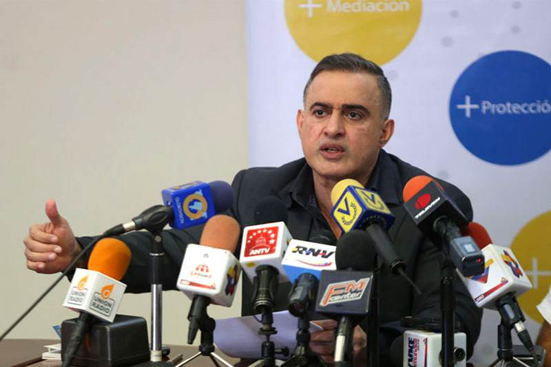 Defensor de Pueblo critica visita de Pastrana y Quiroga