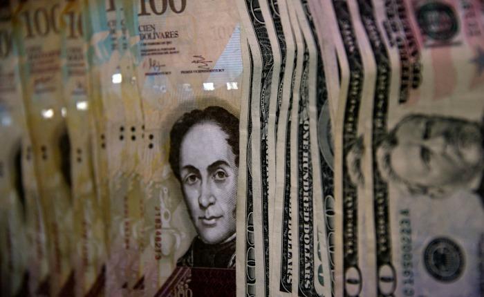 Bolivares2 dolares aumento