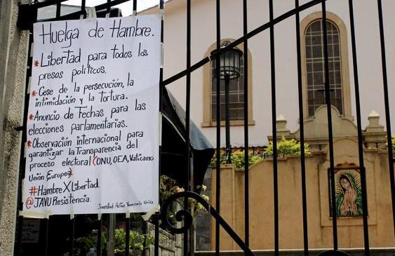 Jóvenes de la iglesia Guadalupe se mantedrán en huelga de hambre