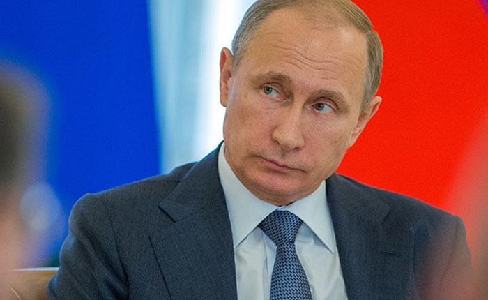 Putin es reelegido como presidente de Rusia con 70% de los votos