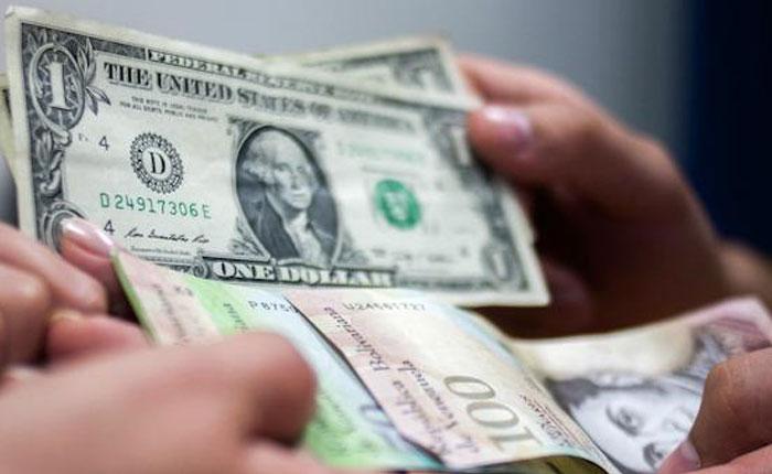 EFE: Depreciación del bolívar hunde el salario mínimo a dos dólares