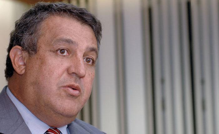 """Ministro de Petróleo y Minería teme """"catástrofe"""" por actuales precios del petróleo"""