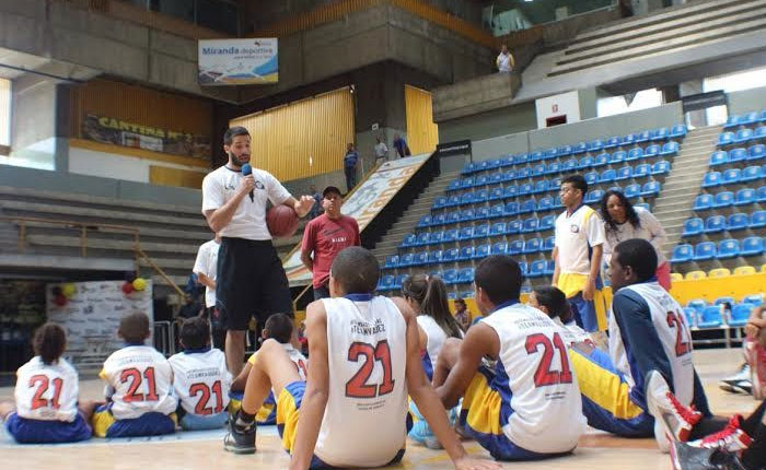 Greivis Vásquez ofreció clase de baloncesto a niños de San Martín