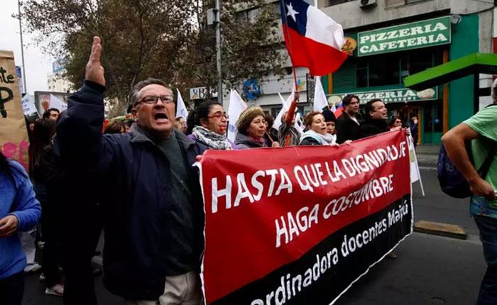 Profesores chilenos inician tercera semana de paralización