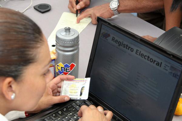 Artistas invitan a nuevos votantes a inscribirse en el REP