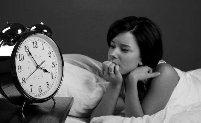 Dormir poco hace que comas más y peor
