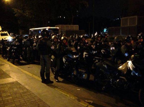 Funcionarios de la Guardia Nacional Bolivariana (GNB) se preparan para subir a la Cota 905. Foto: @Notisur24