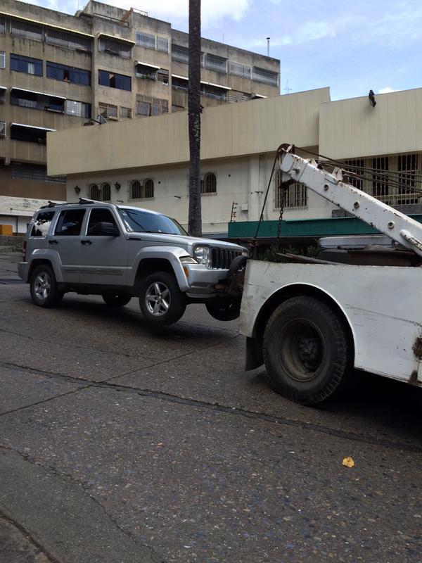 Siguen bajando vehículos recuperados por el operativo. Con esta camioneta suman 13. Foto: @AdrianitaN