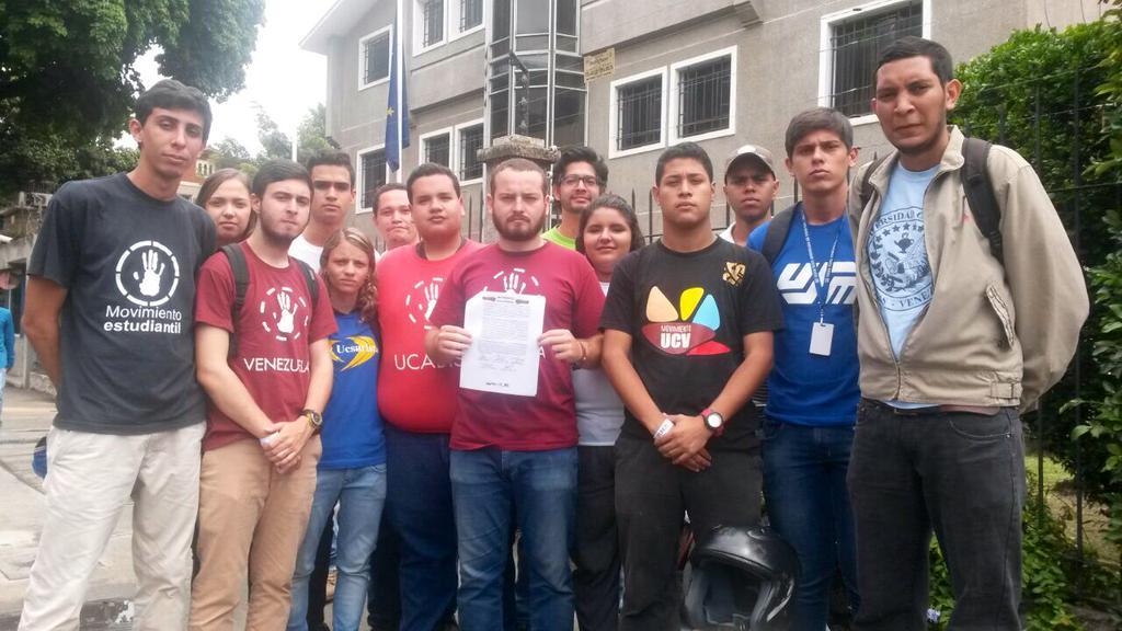 Estudiantes exigen a la UE observación e intermediación en el parlamentarias del 6D