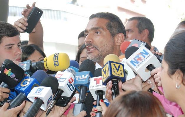 Periodistas aseguran que López no hizo llamados de violencia el 12F
