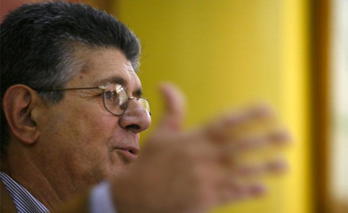 Ramos Allup: El gobierno también presentará tarjeta única
