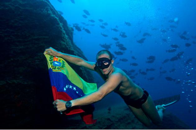 ¡Campeón Criollo! Carlos Coste rompió récord mundial de buceo en 2003.