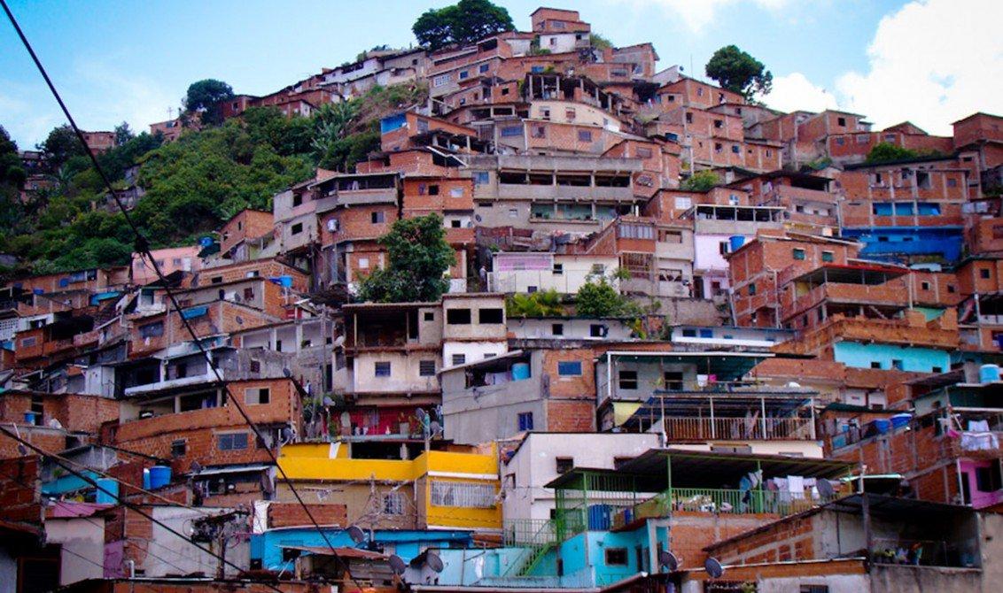 Provea: Policías están en la Cota 905 amenazando con demoler casas