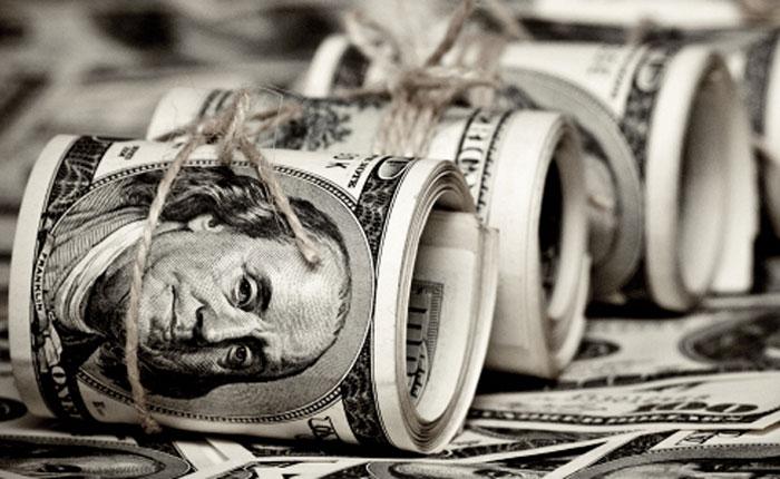 De la bonanza a la quiebra: Venezuela busca dólares para pagar sus compromisos en 2016