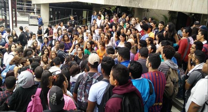 estudiantes-asalto-uah.jpg