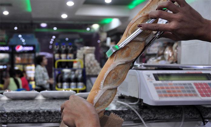 Resultado de imagen para venta de pan en venezuela