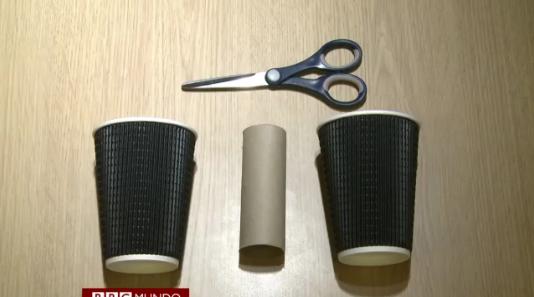 Cómo fabricar unas cornetas para tu celular con dos vasos y un tubo de cartón