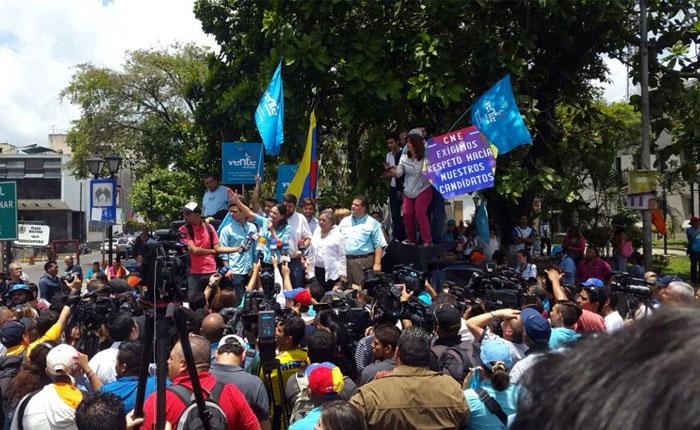 María Corina Machado presenta a suplente tras no poder inscribir candidatura