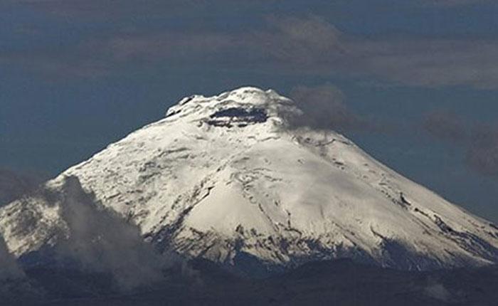 Ecuador: Se registran dos explosiones en volcán Cotopaxi