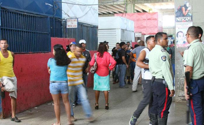 Bachaqueros se apropiaron de los mercados municipales