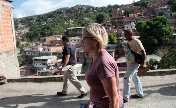 """#Voto2015 Adriana D'Elia: """"El gobierno usa todo su aparato de propaganda para sembrar miedo entre los venezolanos"""""""