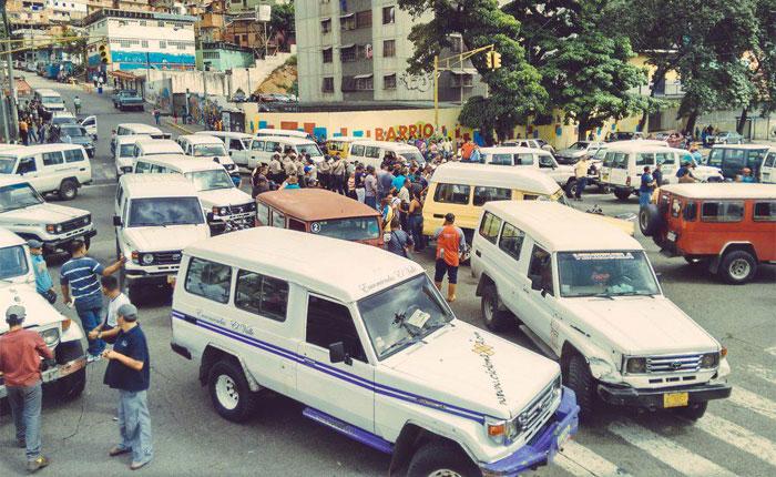 Protestan en El Valle por el doble homicidio de un conductor y su colector
