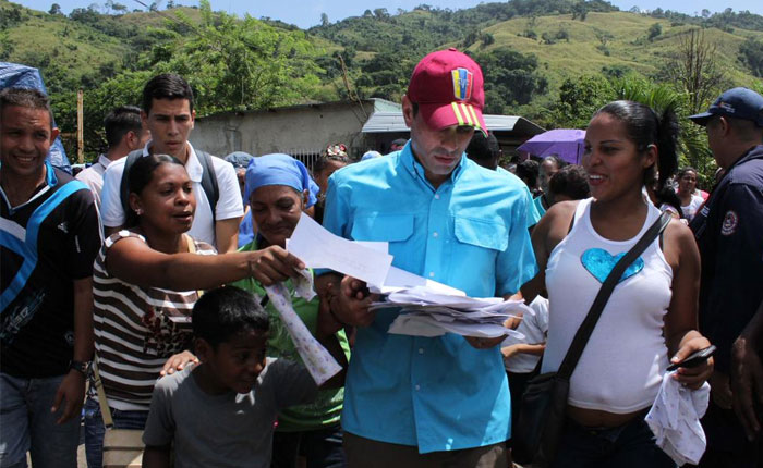Capriles pidió respuestas a Padrino López por ataques con granadas