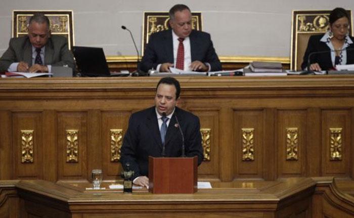Ministro de Finanzas presentó presupuesto sin inflación y tipo de cambio