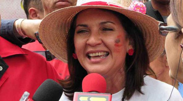 Jacqueline Faría: Vamos a disfrutar de estas colas sabrosas