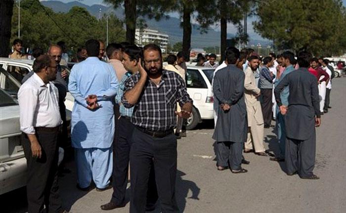 Terremoto de 7,5 en Afganistán sacude también Asia; mueren decenas de personas