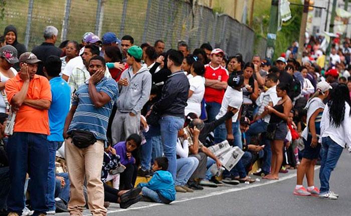 La economía venezolana medida en dólares se contrajo en 56% desde el 2012