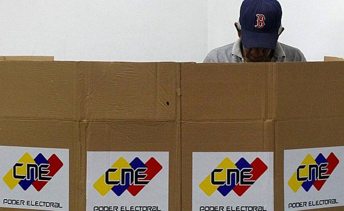 Ajustado cronograma del CNE compromete elecciones de gobernadores este año