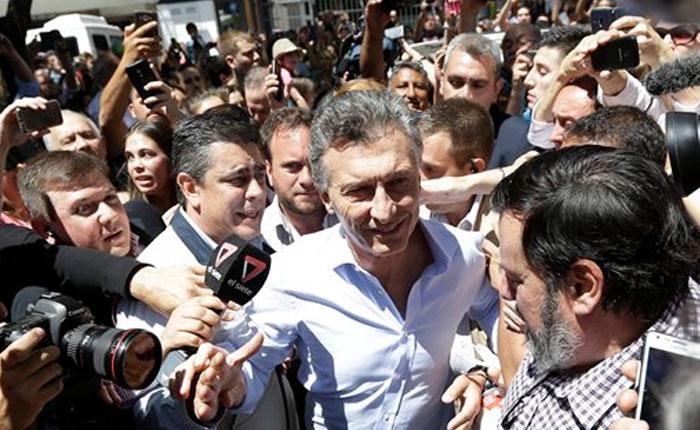 """Mauricio Macri se consagra nuevo presidente argentino y pone fin a la """"era K"""""""
