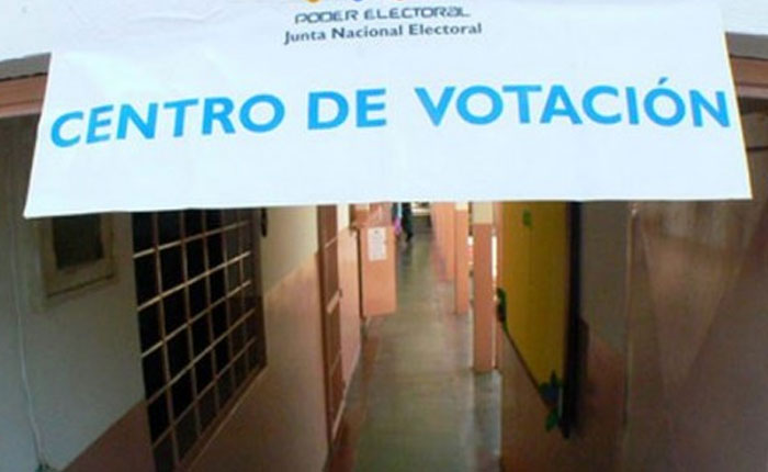 Descontento, irregularidades y emigración frenaron el voto de los jóvenes el 15-O