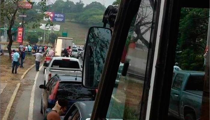 Protestan en varias zonas del país por suspensión de Mercal