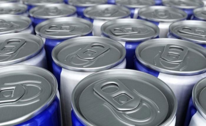 Tomar bebidas energizantes puede aumentar riesgo de enfermedad cardíaca