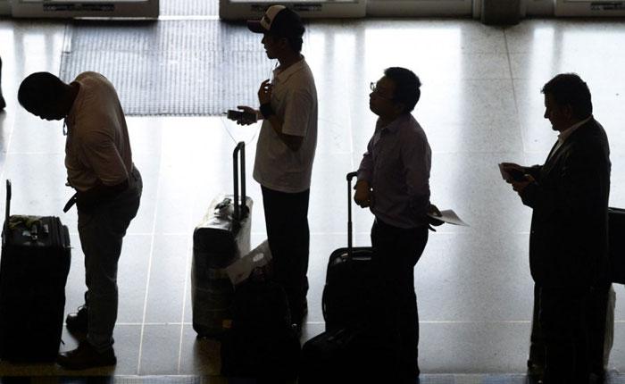 Ecoanalítica estima que liquidación de divisas para viajeros se contraerá 36% este año