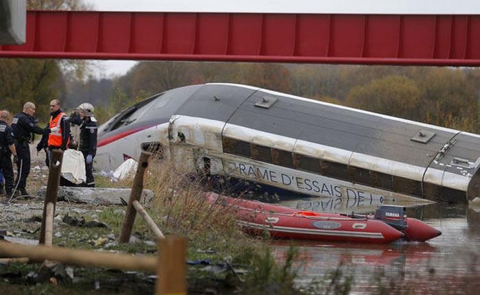 Siete personas murieron tras descarrilarse tren en Francia