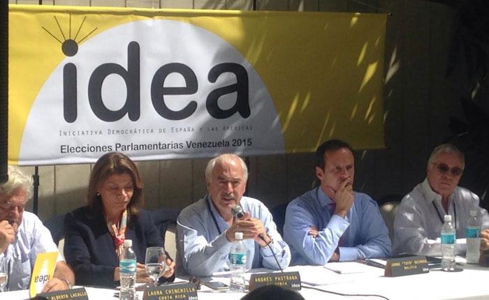 Andrés Pastrana: Adversas condiciones electorales nos obligan a estar en Venezuela