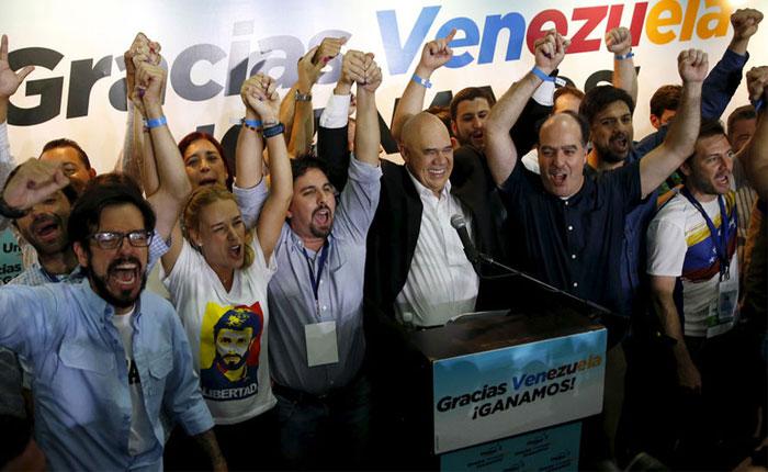 El escenario político que se abrió el día que perdió el chavismo