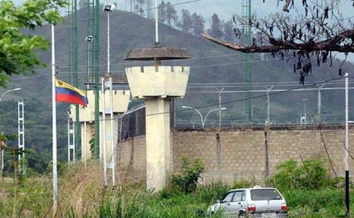 50 funcionarios de prisiones llevan tres días secuestrados en la PGV