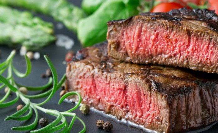 ¿Es seguro comer carne cruda?