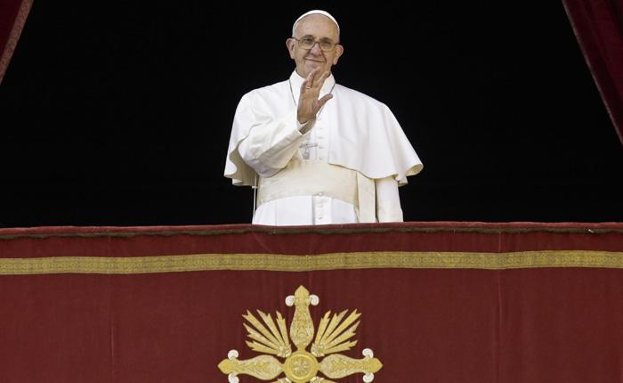 El papa Francisco transmite mensaje de misericordia en día de Navidad