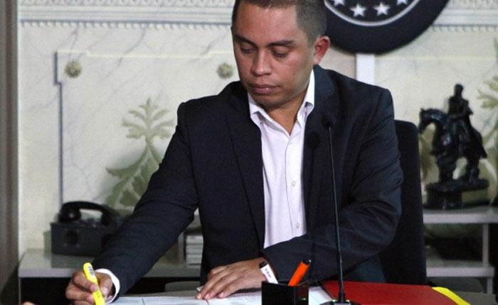 Maduro destituyó a Luis Salas como vicepresidente de Economía