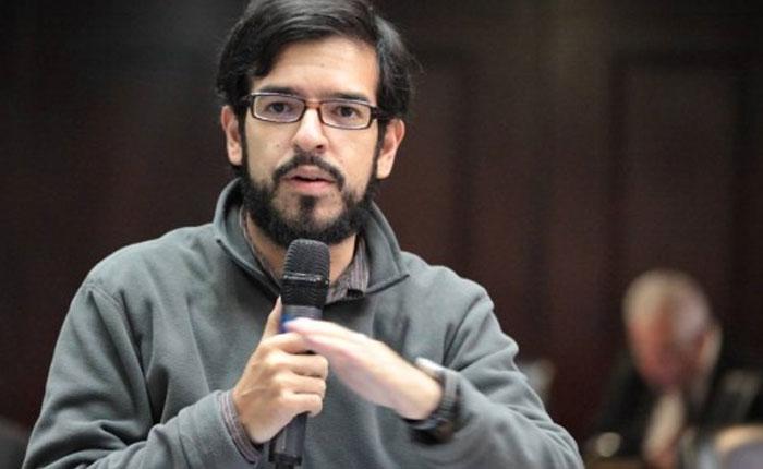 Pizarro a los ministros: Dejen los escoltas y los privilegios y caminen por las calles