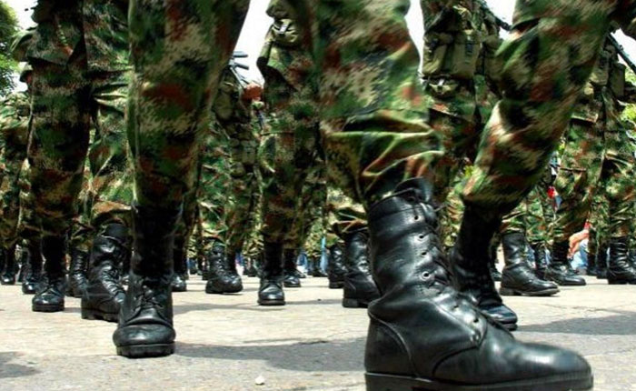 militares...jpg