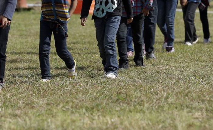 AP: Niños migrantes son víctimas de abusos
