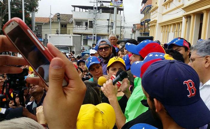 Capriles: la tarea es recoger 4 millones de firmas en un solo día