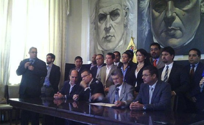 """Ramos Allup: """"El TSJ sostiene a un gobierno que no se puede sostener por sí mismo"""""""
