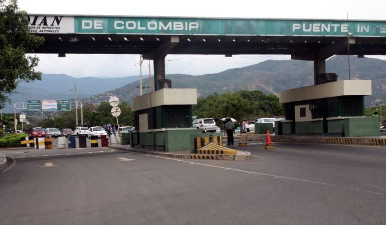 Transeúntes y residentes celebraron la apertura de la frontera